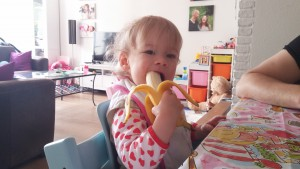 Banaantje eten!