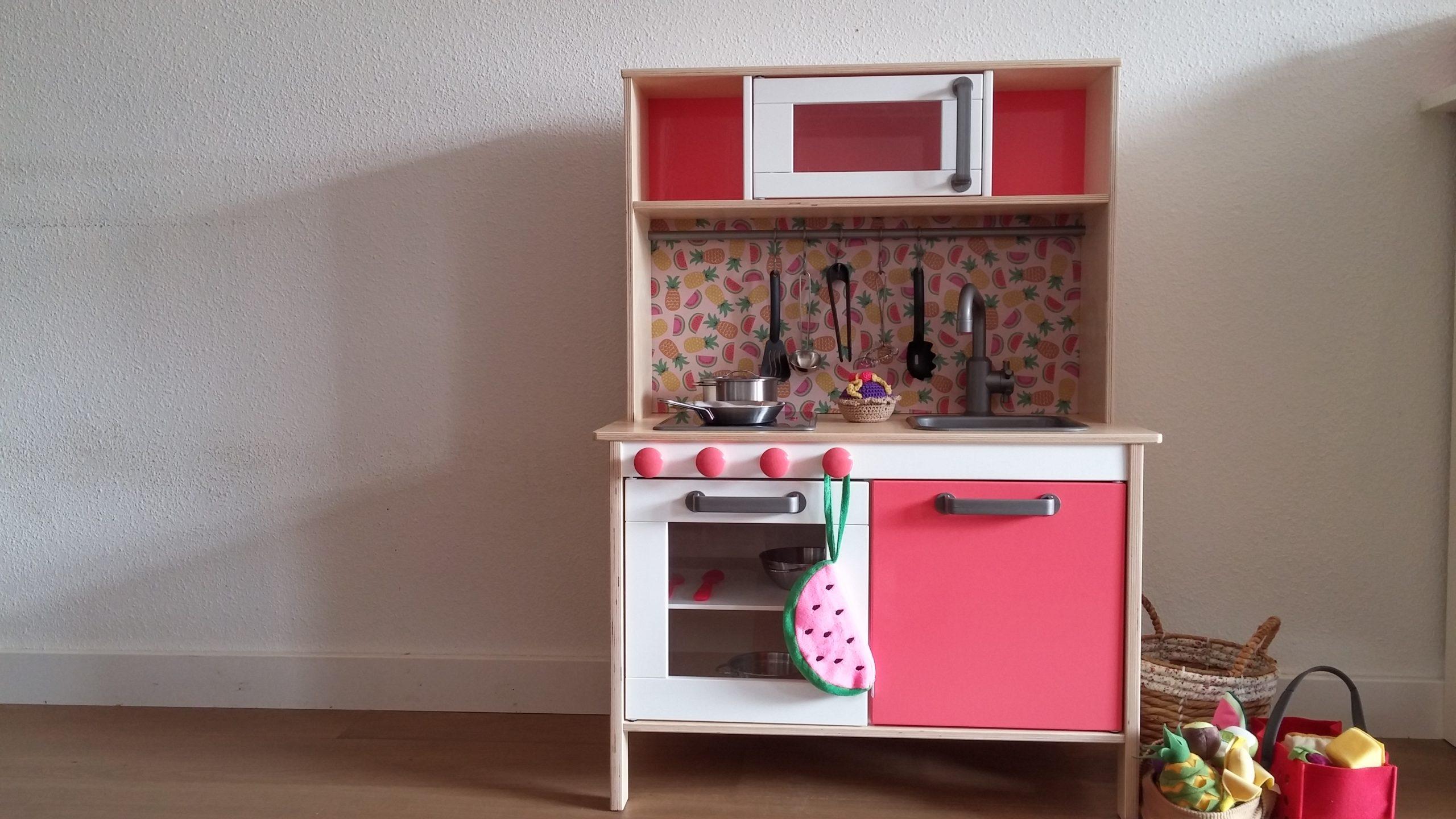 Hoe pimp je een ikea speelgoedkeukentje dotjes - Hoe een vierkante salon te voorzien ...